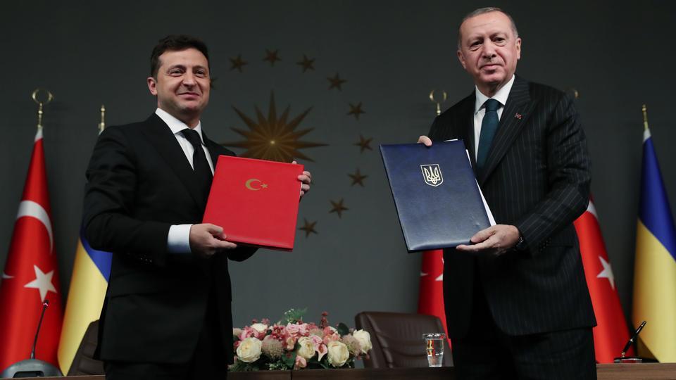 President of Turkey, Recep Tayyip Erdogan (R) and President of Ukraine, Volodymyr Zelenskiy (L), attend a signing ceremony ahead of press conference in Istanbul, Turkey on October 16, 2020. (Murat Cetinmuhurdar / AA)